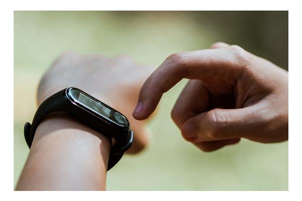 Heart rate wrist tracker